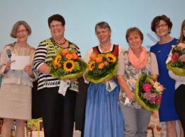 Die Leiterin des DHW, Elisabeth Groß, ehrte stellvertretend vier Mitarbeiterinnen: Monika Stecher-Bartschen, Olga Kogler-Zink, Gabriele Pfrenge-Zimmermann und Sina Dickschat als jüngste Mitarbeiterin (v.l.).