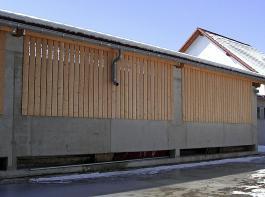 Vollspaltenbuchten können durch einen Anbau gut zu einer Zweiflächenbucht mit Tretmistliegefläche erweitert werden.