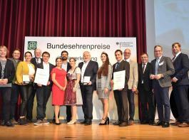 Die Delegierten der Oberkircher Winzer und vom Weingut Andreas Männle freuten sich mit den Weinhoheiten über ihre Bundesehrenpreise.
