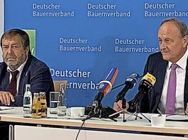 DBV-Präsident Joachim Rukwied (rechts) und Vizepräsident Wolfgang Vogel bei der Pressekonferenz zur Ernte in Berlin