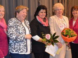 V.li.: Renate Mayer vom Vorstandsteam des Landfrauenbezirks Villingen ehrt Birgitta Dryzga und Frieda Nill für ihre neunjährige Tätigkeit in den Vorständen der Ortsgruppen und verabschiedet Lauritta Dieterle als Bezirksvorsitzende. Präsidentin Rosa Karcher begleitet die Ehrung.