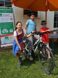 Kleine und große Besucher machten bei der Fahrrad-aktion mit.