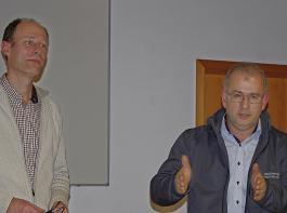 Stefan Ackermann (links) und Kurt Weber informierten über den Holzmarkt.