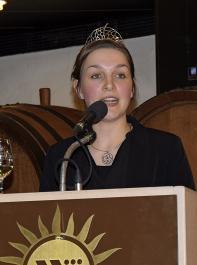 Weinprinzessin Katrin Schmidt stellte verschiedene Weine vor.