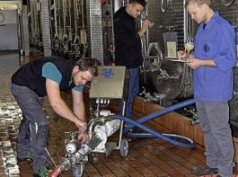 Bei der Ausbildung zum Winzer werden Kenntnisse und Fähigkeiten für die Arbeit in den Reben und im Weinkeller sowie  sensorische Grundlagen vermittelt.