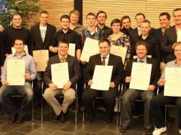 Zwanzig junge Meisterabsolventen im Fach Landwirtschaft strahlten über ihre Leistung und die erhaltenen Meisterbriefe um die Wette.