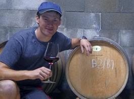 Felix Ziser entschied sich für ein duales Studium, das Weinbaupraxis im Winzerbetrieb mit der Theorie am Weincampus Neustadt verbindet.