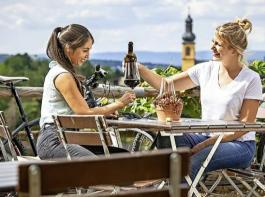 Der Weinkonsum in Deutschland ist während der Corona-Krise tendenziell gestiegen – was nicht unbedingt zu erwarten war.