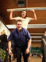 Louis Scherzinger (hinten)  und Lukas Gleichauf haben in diesem Jahr den Bundeswettbewerb in der Kategorie Fachschüler Landwirtschaft gewonnen.