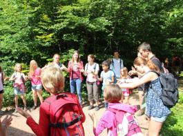 Bei zahlreichen Spielen und Ausflügen konnten sich die Kinder auch draußen in der Natur austoben.