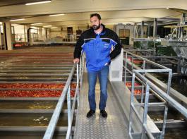 OGM-Geschäftsführer Michael Rossmann hat jetzt eine Apfelsortieranlage mit einem deutlich höheren Durchsatz zur Verfügung.