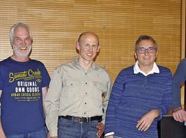 Die Minen sind weniger ernst als die Lage (von links):  Roland Schillinger, sein Stellvertreter Hubert Mayer,  Markus Schätzle, Robert Müller und Martin Echle, ebenfalls stellvertretender FBG-Vorsitzender.