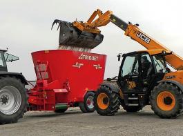 Angehängte Futtermischwagen werden überwiegend mit Schlepper, Teleskop- oder Radlader fremdbefüllt.