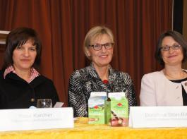 Drei Frauen in Führungspositionen auf dem Podium (von links): Rosa Karcher, Präsidentin des Landfrauenverbandes Südbaden, Dorothea Störr-Ritter, Landrätin des Kreises Breisgau-Hochschwarzwald, und die Freiburger Regierungspräsidentin Bärbel Schäfer.