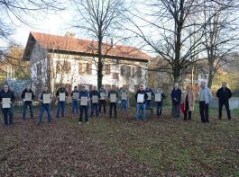 Nach der bestanden Prüfung erhielten die14  Absolventen ihre Meisterbriefe.