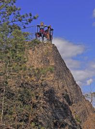 Schönen Ausblicke bietet der Huberfelsen. Er ist leicht zu erklimmen.