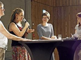 Marie-Cécile Claudepierre und Beate Hauswirth-Eggs präsentierten ihre Unternehmen und stellten sich einer Gesprächsrunde mit einer Dolmetscherin und mit Moderatorin Isabel Kling (von links).