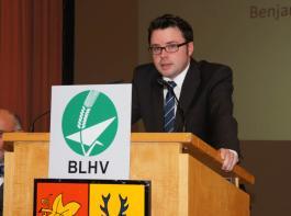 BLHV-Hauptgeschäftsführer Benjamin Fiebig präsentierte die Leistungsbilanz 2013 des BLHV. Sein Geschäftsbericht ist auf den Seiten 11 bis 13 in der BBZ 12 zusammengefasst.