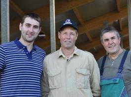 (Von links:) Christian Spitz, Marcus Mayr und Hansjörg Spitz begeliten die Azubis während der Lehrzeit.