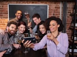 Fotos und Videos sind heutzutage schnell und einfach mit Freunden geteilt.