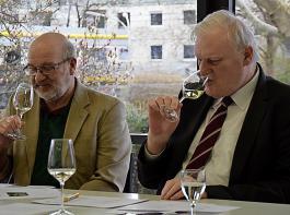 Weinbauverbandspräsident Kilian Schneider und Geschäftsführer Peter Wohlfarth stellten die prämierten Frühlings- und Sommerweine vor.