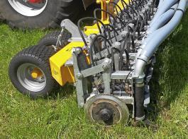 Beim Scheibeninjektor wird der Boden eingeschnitten und die Gülle direkt im Boden abgelegt.