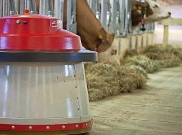 Auch Roboter müssen sich verstehen, um miteinander kommunizieren zu können. Die Datenaustauschplattform  iDDEN soll das für die Milchviehbranche erleichtern.