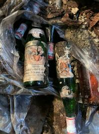 Alte Weine und eine Flaschenpost wurden bei Bauarbeiten entdeckt.