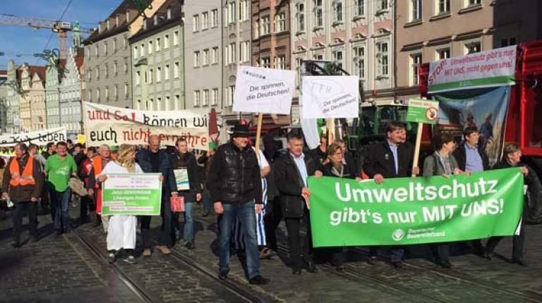 Mehr als tausend Landwirte fordern gemeinsame L�sungen von Umweltministerkonferenz.