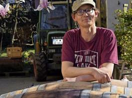 Daniel Bach hat eine eigenwillige Philosophie zur Weinbereitung. Von seiner wachsenden Kundschaft wird die individuelle Prägung sehr geschätzt.