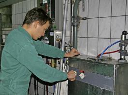 Werden auf einem Milchviehbetrieb mehr als 400 kWh Strom pro Milchkuh und Jahr verbraucht, besteht im Normalfall Handlungsbedarf.