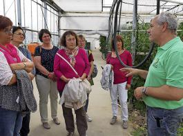 Interessiert lauschten die Vorstandsfrauen des Bezirks  Achern den Ausführungen von Roland Fraß.