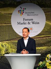 """""""Innovationsmanagement ist für die Betriebe spannend und die Corona-Pandemie wirkt dabei wie ein Katalysator"""", betonte Prof. Marc Dreßler vom Weincampus."""