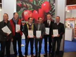 Zum Messebeginn zeichnete die Bodensee-Stiftung sieben Obstbaubetriebe für aktiven  Klimaschutz aus.