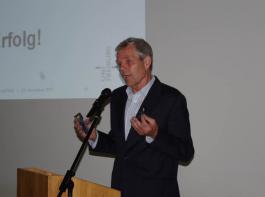 Gero Becker  äußerte sich  nicht dazu, welche der drei von ihm vorgestellten Varianten er für die wahrscheinlichste hält.
