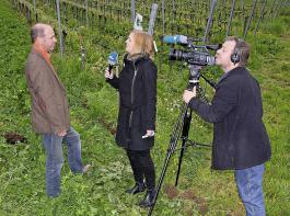 Franz Benz im Interview mit einer Journalistin vom  SWR-Fernsehen.