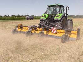 Gleich nach der Ernte und vor der Bodenbearbeitung sollten die Stoppeln gemulcht werden, um Schädlinge und Krankheiten zurückzudrängen.