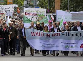Zur Demonstration aufgerufen hatte ein breites Bündnis der Forstbranche.