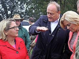 DBV-Präsident  Rukwied übte beim gemeinsamen Besuch des F.R.A.N.Z.-Projektes gegenüber den Bundesministerinnen Schulze (links) und Klöckner scharfe Kritik an den jüngsten Beschlüssen der Bundesregierung.