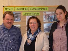 An der Fachschule für Landwirtschaft Donaueschingen sind Martin Schwarz, Schulleiterin Gertraud Lohrmann und Marie Martin für die Ausbildung zuständig (von links).