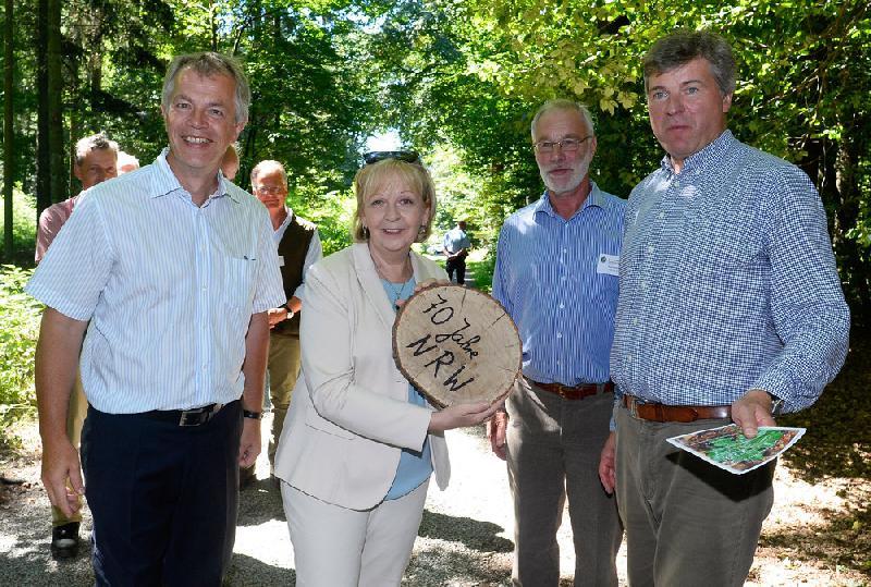 Waldbauernverband NRW: Waldspaziergang begeistert Politiker