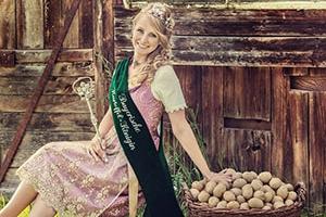 Die amtierende Bayerische Kartoffelkönigin Kathrin I.